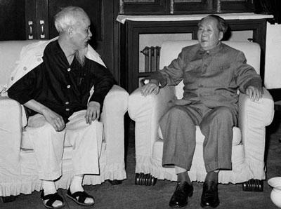 Hồ chí Minh và Mao Trạch Đông (ảnh tư liệu)