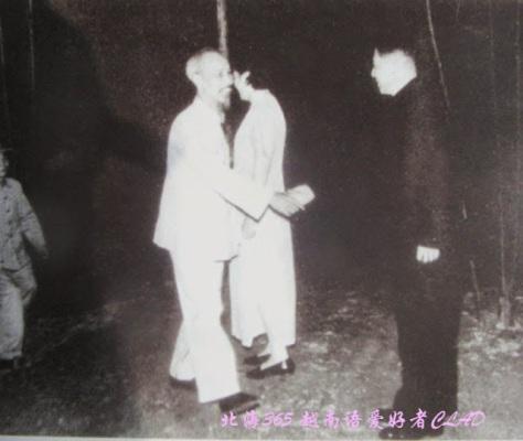 Ngày 1-10-1954, Chủ tịch Hồ Chí Minh đến dự chiêu đãi nhân dịp Quốc khánh Trung Quốc tại Khu giải phóng Việt Bắc do Đại sứ Trung Quốc đầu tiên tại Việt Nam La Quý Ba tổ chức.