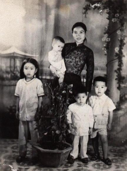 """""""Địa chủ ác""""!!! Bà Cát Hanh Long và các con"""