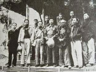 Từ trái sang phải (hàng đầu): Võ Nguyên Giáp, Phạm Văn Đồng, Trường Chinh, La Quý Ba, Tôn Đức Thắng, Nguyễn Lương Bằng. Nguồn ảnh: Ký giả Đinh Đăng Định.
