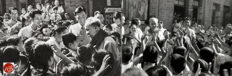 Ngày 29 tháng 6, Hồ Chí Minh thăm trường tiểu học tại Bắc Kinh, được chào đón bởi các trẻ thiếu niên Mao đang chuyển chiếc khăn quàng đỏ tặng cho Hồ. Nguồn: Tài liệu ảnh lưu: Huỳnh Tâm.