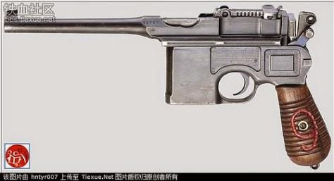 Sau khi bí danh Hạ Long Đích rời khỏi Bát Lộ Quân với bí số 120 của Hồ Chí Minh, ngày lên đường đến Việt Nam Hồ Chí Minh mang theo bên mình khẩu súng Mauser, khi cướp được chính quyền miền Bắc ông khắc vào bảng súng ký hiệu 9 đỏ. (3) Nguồn: Tài liệu Huỳnh Tâm.