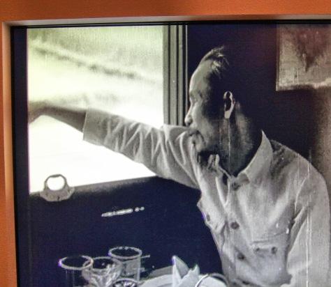 1957, Hồ Chí Minh, bí mật di chuyển bằng tàu hỏa, đến Lạng Sơn ủy lạo binh sĩ Trung Quốc. Nguồn: Hoa Nam. [2]