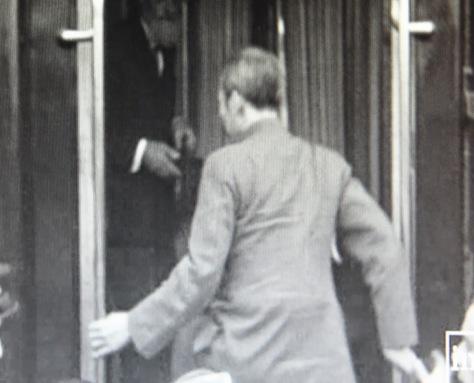 Ngày 19 tháng 4 năm 1961. Chu Ân Lai khẩn bách có mặt tại biên giới Việt-Trung, triệu họ Hồ đến Cao Bằng báo cáo thành bại chiến trường. Cũng trên chuyến tàu hỏa này Hồ Chí Minh bí mật đi Bắc Kinh yết kiến Mao Trạch Đông. Nguồn: Tính báo Hoa Nam. [3]