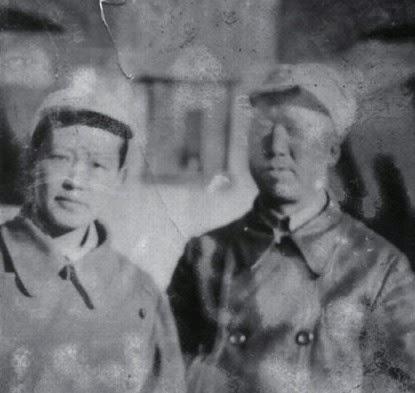 06 tháng mười năm 1943, Lâm Y Lan (林依兰) và Đằng Đại Viễn (滕代远). Nguồn ảnh: Vũ Ma Điền (于麻田).