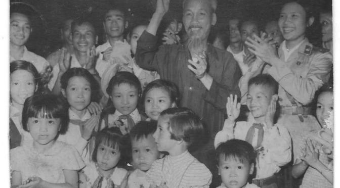 """ÐỌC VÀ SUY LUẬN VỀ BÀI """"HỒ CHÍ MINH, TRUNG QUỐC VÀ LIÊN XÔ"""" CỦA HOÀNG TÙNG"""