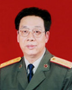 Tư lệnh Sư đoàn 67, Đại tá Trương Chí Kiên (张志坚- Zhang Zhijian) đầu năm 1988 thăng cấp bậc Thiếu tướng và năm 1999 thăng quân hàm Trung tướng. Nguồn: CPC.