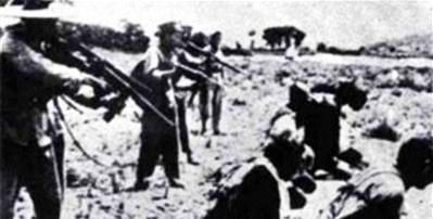 Hành quyết nông dân đã từng hợp tác với người Pháp, hoặc không hợp tác với Việt Minh. Nguồn: tài liệu Huỳnh Tâm.