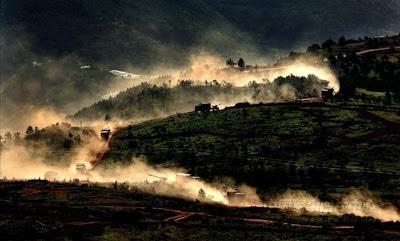 Từng đoàn quân xa Trung Quốc di chuyển trong lãnh thổ của Việt Nam.  Ảnh: NF3.86.