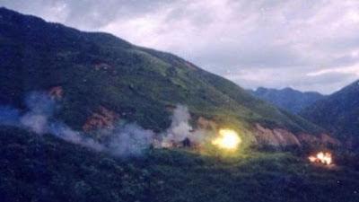 Từ trên đỉnh núi 277, pháo binh Trung Quốc chận trước cửa đường tiến quân của Việt Nam lên đồn C211. Ảnh: NF3.86.