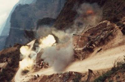 Tại điểm núi C211. Pháo binh Việt Nam phản công, Pháo binh Trung Quốc sợ hãi đáp lại lung tung. Ảnh: NF3.86.