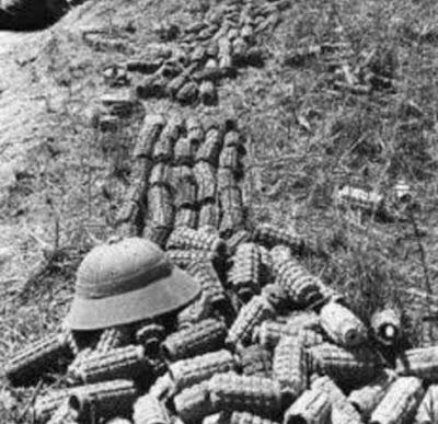 Tại đỉnh núi Lão Sơn, ký số 1580. Sau cuộc chiến ngày 15/5/1984, quân đội Việt Nam để lại trên chiến hào, biết bao vỏ đạn thay cho xác người. Ảnh: Hải Âu (海鸥 DF-1, Q1).