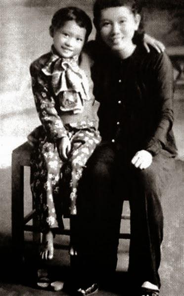 Người vợ thứ ba Hoàng Thị  (黄氏) và con gái ở Nghệ An.