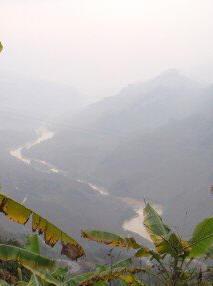 Sông Lô từ Trung Quốc chảy qua Việt Nam. Ảnh: Nhất Biến