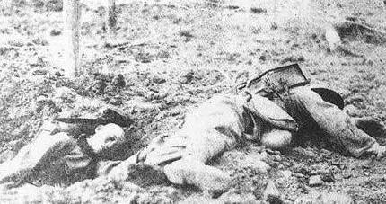 Quân đội nhân dân Trung Quốc tử vong trên đường 22 Hà Giang Việt Nam. Nguồn Ảnh: Hoa Chí Cường.