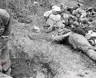 Ngày 27/02/1979, Quân Giải Phóng Nhân Dân Trung Quốc bắt 548 nông dân làm tù binh, thấy không lợi, lập tức hành quyết tập thể. Nguồn ảnh: Hoa Chí Cường.