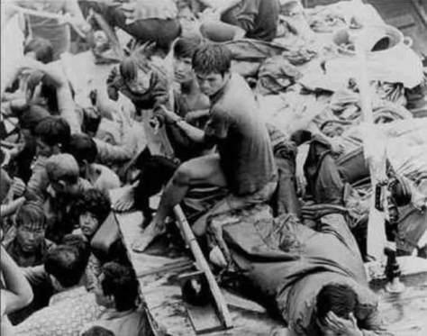 Thảm kịch, hải tặc Thái Lan hãm hiếp thuyền nhân nữ, thuyền nhân và trẻ em cũng bị chúng bằng chết. Nguồn : Huỳnh Tâm