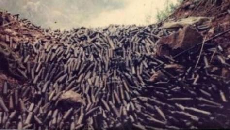 Một trong trăm ngàn vị trí hầm súng máy và vỏ đạn của Trung Quốc, chôn dưới lòng đất chiến trường tại 6 tỉnh biên giới Việt Nam. Ảnh: HVD