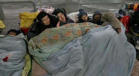 Một góc sân ga tiêu biểu cảnh sinh hoạt của người dân Trung Quốc. Ảnh: Nhất Biến.
