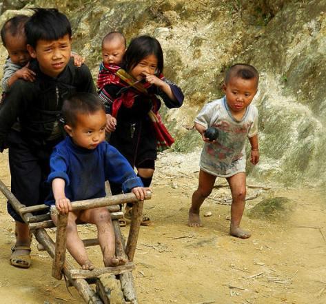 Xe cút-kít rất hữu dụng, khi các em bé dùng làm phương tiện rong chơi