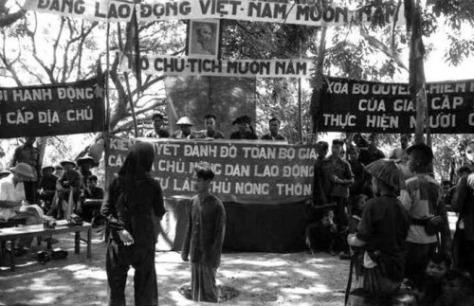Việt Cộng đã hành hình dã man hơn trăm hàng ngàn vụ đấu tố CCRĐ. Nguồn: Tài liệu Huỳnh Tâm.
