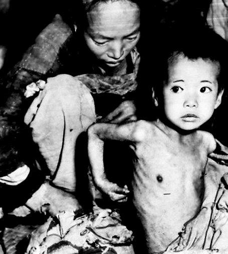 """Trí tuệ thần thông đảng """"Bác"""" đem đến cho nhân dân cảnh nghèo khó tận cùng trong xã hội Cộng sản. Nguồn: Tài liệu Huỳnh Tâm."""