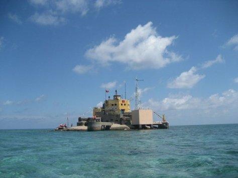 Đá Nam là một rạn san hô (ám tiêu san hô) thuộc cụm Song Tử. Nguồn: tài liệu Huỳnh Tâm.