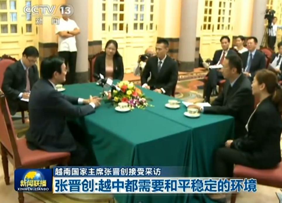 Giới truyền thông, báo chí Bắc Kinh bao vây Chủ tịch nước Việt Nam Trương Tấn Sang, để trả  lời nhiều vấn đề đối nội và đối ngoại. Nguồn: Toàn Cầu Báo.