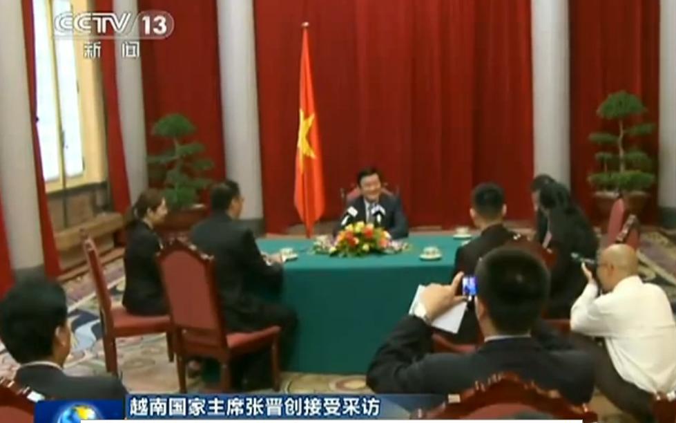 Chủ tịch nước Việt Nam Trương Tấn Sang được giới truyền thông quan tâm phỏng vấn. Nguồn: QĐNDGPTQ.