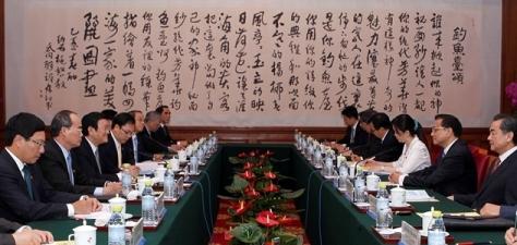 Thủ tướng Trung Quốc Lý Khắc Cường (李克强), và Chủ tịch nước Việt Nam Trương Tấn Sang trong buổi hợp báo song phương. Nguồn: THX.