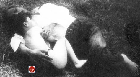 """""""Bác"""" cháu ta cùng nhau hàng quân, Hồ Chí Minh đã làm đau khố biết bao thanh thiếu niên, thế nhưng khi ông ta gần kề miệng lỗ vẫn không quên những phụ nữ Trung Quốc và vui thú những nhạc phẩm """"ả đào rượu"""" Trung Hoa. Nguồn: tài liệu Huỳnh Tâm."""
