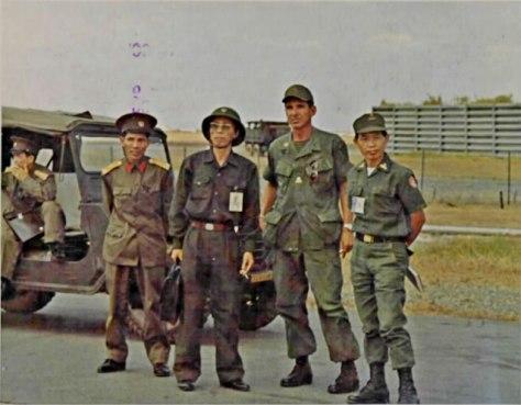 Những lúc trao trả tù binh đều có mặt đại diện của ICCS và 4 bên gồm Mỹ, VNCH, Việt Cộng miền Nam và Cộng Sản Bắc Việt (gọi là Ủy Ban Liên Hợp Quân Sự (UBLHQS) có trụ sở chính tại trại Davis nằm trong phi trường Tân Sơn Nhứt). Nguồn: tài liệu Huỳnh Tâm.