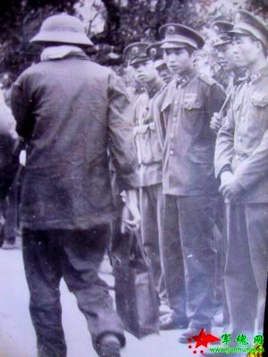 TC trao trả tù binh cho VC. Nguồn: Tài liệu Huỳnh Tâm.