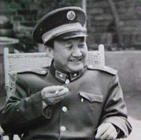 Thiếu Tướng Lưu Xương Hữu (Liu Changyou) chỉ huy quân đoàn 14, quân trại Lão Sơn tại nông trường Thiên Bảo (Mary Rose). Nguồn: Tài liệu ảnh lưu: Huỳnh Tâm.