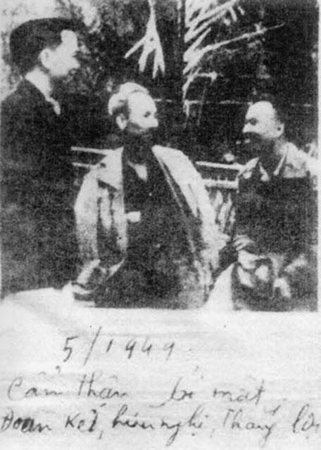 """Tháng 5 năm 1949, Hồ Chí Minh nói với Lê Nghiễm Ba (Li Guangbo): """"cẩn thận, bí mật, đoàn kết, hữu nghị, thắng lợi"""". Kỹ niệm ngày Quân đội Việt Nam đã từng tham gia vào các trận Thập Vạn Đại Sơn (Shiwandashan)."""