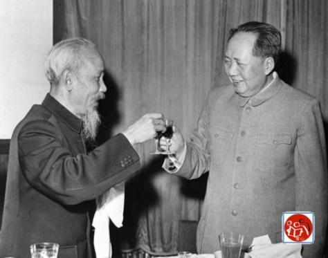 Ngày 03 tháng 12 năm 1960, Mao Trạch Đông đã gặp gỡ và tổ chức một bữa tiệc để chào đón Chủ tịch Công nhân Nam Trung ương Đảng Việt, Chủ tịch nước Cộng hòa Dân chủ Việt Nam Hồ Chí Minh. Nguồn: tài liệu Huỳnh Tâm.