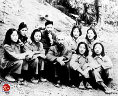 Hồ Chí Minh, Trần Canh và những nữ hộ lý Trung Quốc tại chiến khu biên giới huyện Tĩnh Tây, gần đồn Đông Khê Cao Bằng.