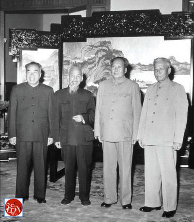 Ngày 3 tháng 10 năm 1959, đảng và nhà nước lãnh đạo Trung Quốc Mao Trạch Đông, Lưu Thiếu Kỳ, Chu Đức Cộng hòa nhân dân Trung Quốc, mời Hồ Chí Minh tham dự lễ kỷ niệm 10 năm.