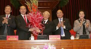 Cảnh ăn mừng tái cử chức tổng bí thư của Nguyễn Phú Trọng.