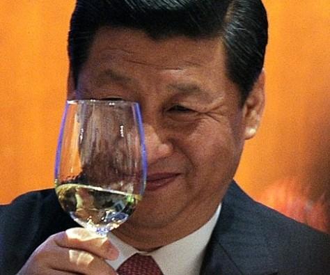 """Khi cuối tháng 11 năm 2012, Tập Cận Bình đã đến thăm một cuộc triển lãm lớn tại Bảo tàng quốc gia """"Phục Hưng Chi Lộ"""" (Revival Road) Tập Cận Bình tuyên bố """"Giấc mộng Trung Quốc"""", định nghĩa của """"Giấc mộng Trung Quốc"""" là """"trẻ hóa lớn mạnh của dân tộc Trung Quốc."""" Nguồn Photo: AFP."""