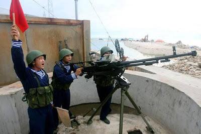 Quân đội Trung Cộng tại đảo Phú Lâm, chuẩn bị tập trận. Nguồn: Tân Hoa Xã. Nguồn: Tài liệu ảnh lưu: Huỳnh Tâm.